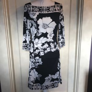 WHBM Stretchy Floral Black White Dress